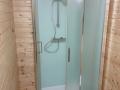 Šířka sprchového koutu je 90cm
