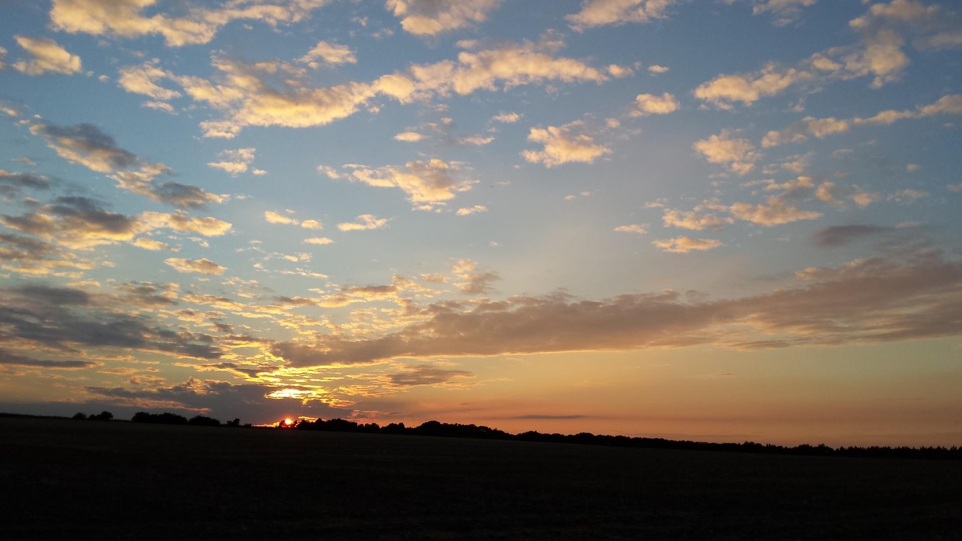 Západ slunce před nátupem na terapii tmou