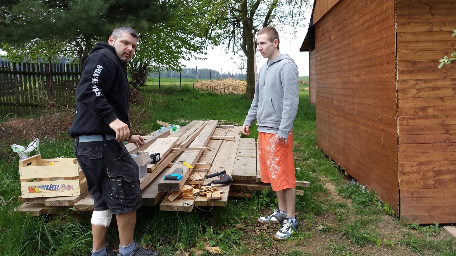 Připravené dřevo na stavbu