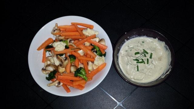 Zelenina s RAW majonézou k namáčení.