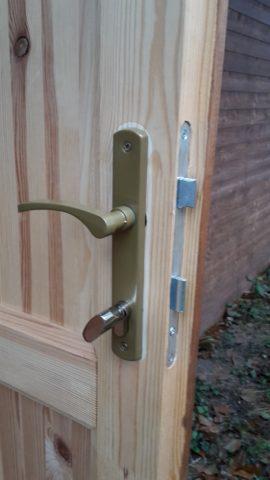 Knoflík na dveřích
